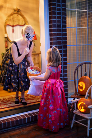 child costume trick or treat home