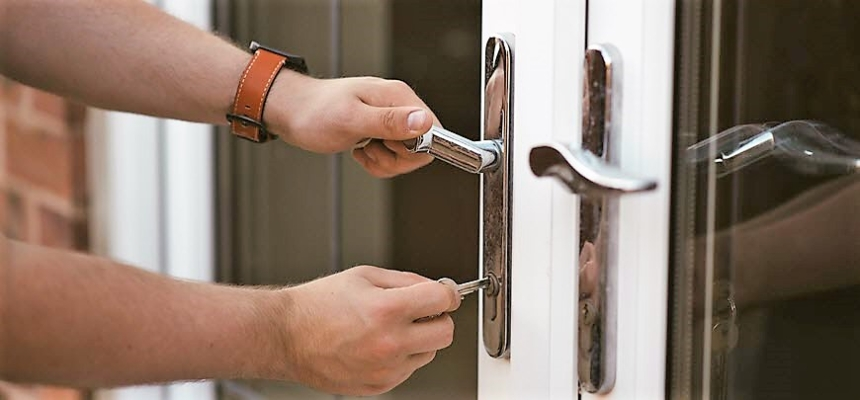 lock door handle daylight safety tips